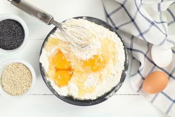 uova e farina preparazione prodotti cotti in forno
