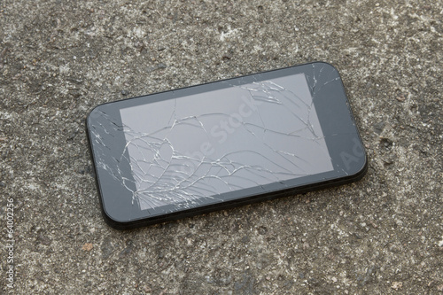 How to recover data from smartphone with broken screen