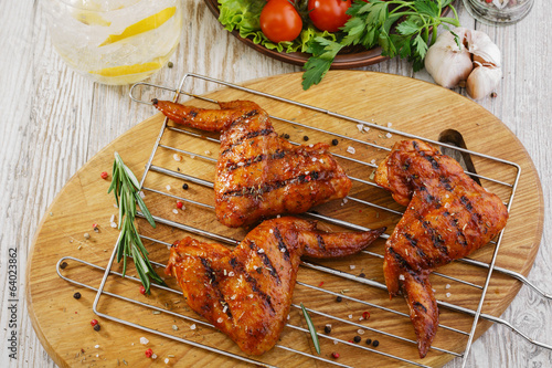 grilled chicken wings stockfotos und lizenzfreie bilder auf bild 64023862. Black Bedroom Furniture Sets. Home Design Ideas
