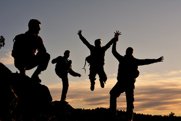 Wall Mural - mutlu sağlıklı dağcılar