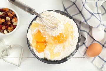 uova e farina preparazione per dolci