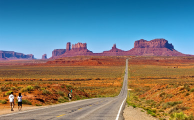 Wall Mural - Road to Monument Valley