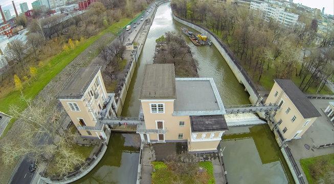 Yauza river with two sluices of Syromyatnicheskiy waterworks