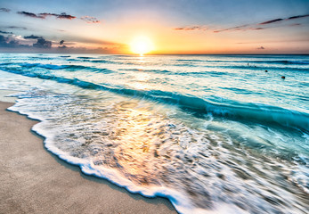 Aluminium Prints American Famous Place Sunrise over beach in Cancun