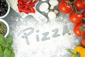 pizza composizione su tavolo