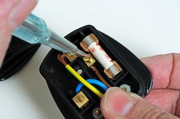 Wiring an English Plug © Arena Photo UK