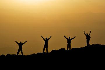 kararlı dağcılar&gündoğumunda zirve