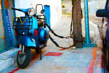 Fotorolgordijn Scooter motor scooter on the sidewalk