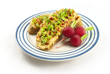 Bread with red lentil spread and tofu