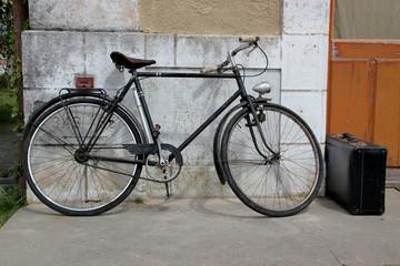 Vélo sur un quai de gare.