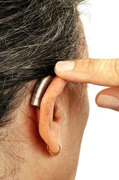 Mise en place d'un appareil auditif