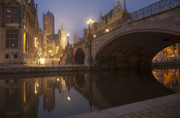 Fototapete - Michael s bridge and city belfot of Gent in fog