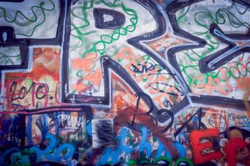 Graffiti sur le mur Lennon de Prague
