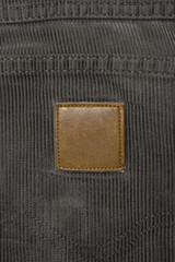 Cordhose Branding; braune Arbeitshose mit leerem Logo-Patch
