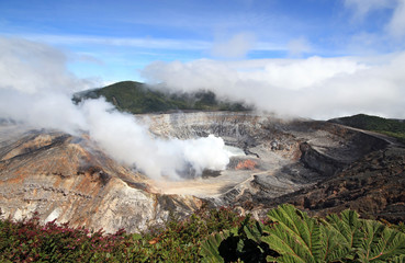 Fumarole Activity at Poás Volcano, Alajujela, Costa Rica Fototapete