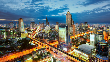 Papiers peints Bangkok Bangkok Cityscape at twilight, The traffic in the city