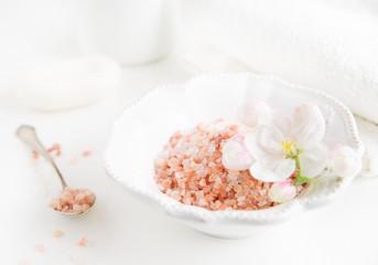 Obraz bath salt and natural soap - fototapety do salonu