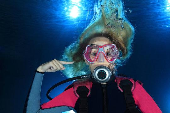 Female scuba diver show ear problems