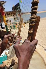 Fototapeta homme africain jouant de la kora obraz