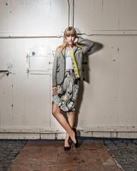 Junge Frau in stylischer Mode