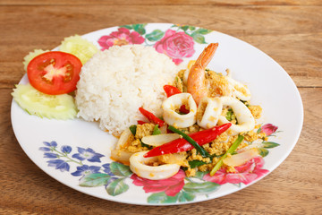 Fried Shrimps with Squid in Curry Powder