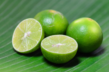 lime on banana leaf