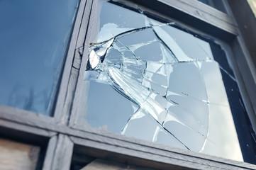 Fotobehang Zeilen broken glass in a window frame