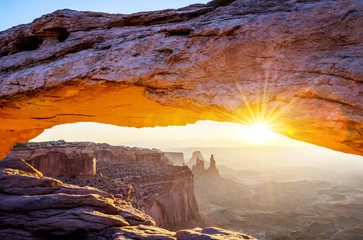 La pose en embrasure Parc Naturel famous Mesa Arch
