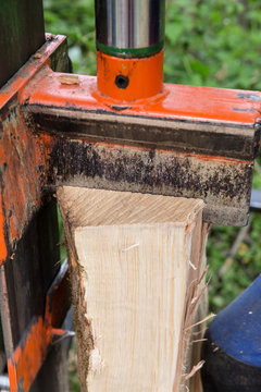 Hydraulic wood splitter