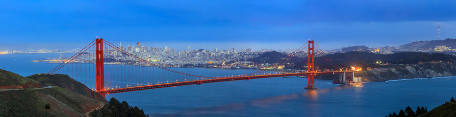 Golden Gate Bridge and downtown San Francisco Wall mural