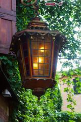 alte Laterne an einem Haus in Verona