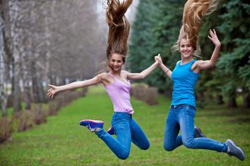 фото в прыжке девушки