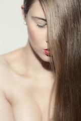 Mädchen mit langem Haar