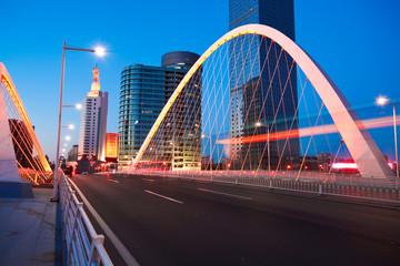 Arc bridge girder highway car light trails city night landscape Papier Peint
