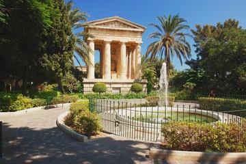Fototapete - Valletta, garden in the capital city of Malta