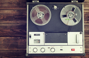lose up of old reel to reel recording machine