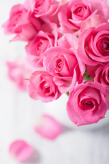 Fototapete - beautiful pink roses bouquet in vase