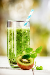 Freshly squeezed kiwifruit with peppermint