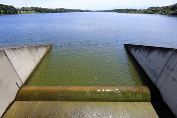 Barrage, digue, retenue d'eau