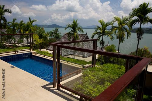 Piccola piscina sul terrazzo .\