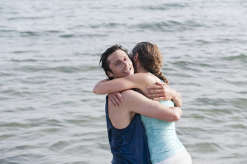 Spanien,Mallorca,Paare,die im Ozean,Portrait