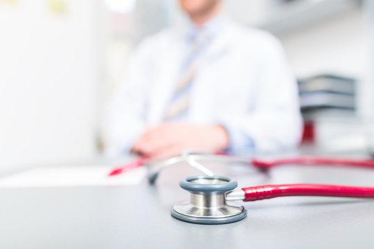 Stethoskop auf Arztpraxis Schreibtisch