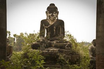 Bouddha à Yadana Hsimi à Inwa, ava, mandalay