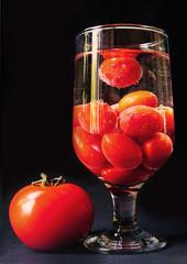 Frischer Tomatensaft - naturbelassen