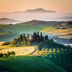Rano w Toskanii, krajobraz i wzgórza