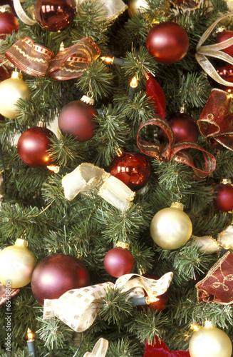 Dekorierter weihnachtsbaum stock photo and royalty free images on pic 65418805 - Dekorierter weihnachtsbaum ...