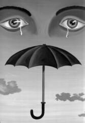 Augenpaar und Regenschirm