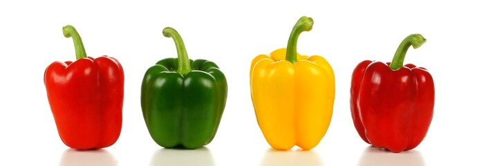 Row of a variety of bell peppers, red, green and yellow Fototapete