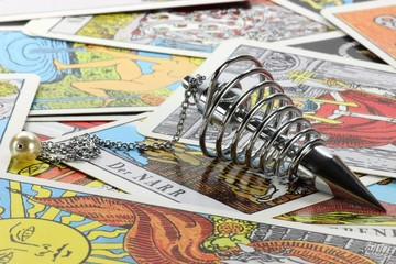 Spiralpendel mit Tarotkarten