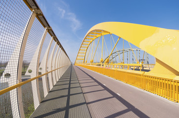 Foto auf Acrylglas Bridges yellow arch bridge